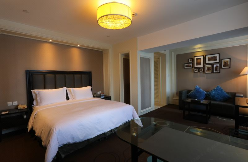 Luxury City-view Queen Room