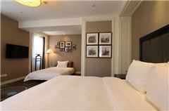 Honour City-view Triple Room