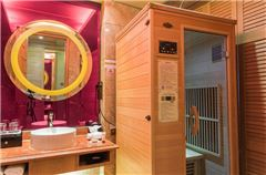 SaunaKing Health Suerior River-view Queen Room