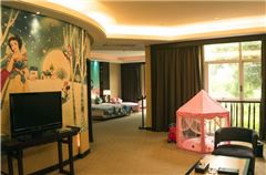Family  Deluxe  Suite