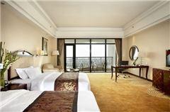 Deluxe Garden-view Balcony Twin Room