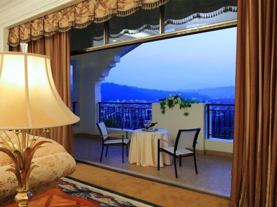 Villa European Balcony Twin Room