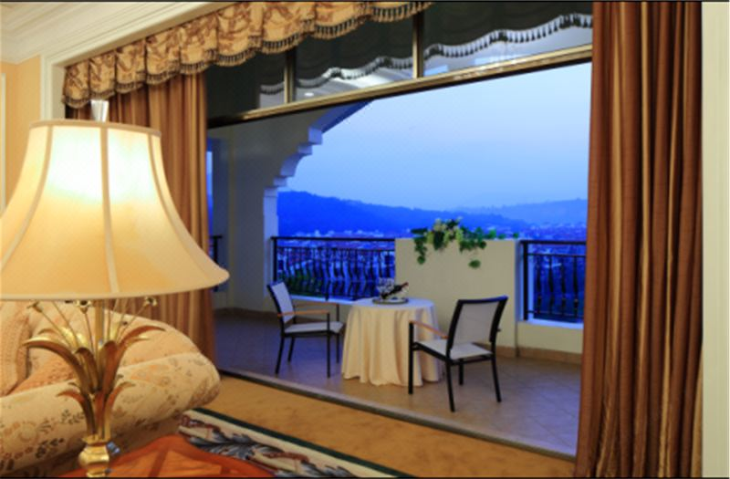 Executive Garden-view Balcony Twin Room