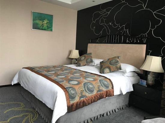 Vega Queen Room