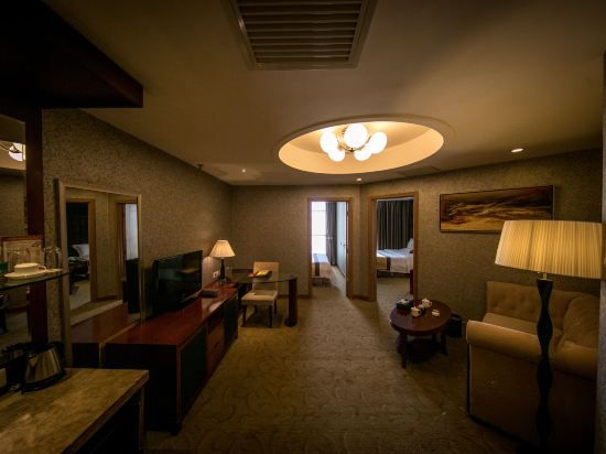 Deluxe Family Large Suite