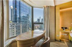 Bund View Panoramic Queen Suite