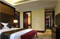 Comfort Queen Suite