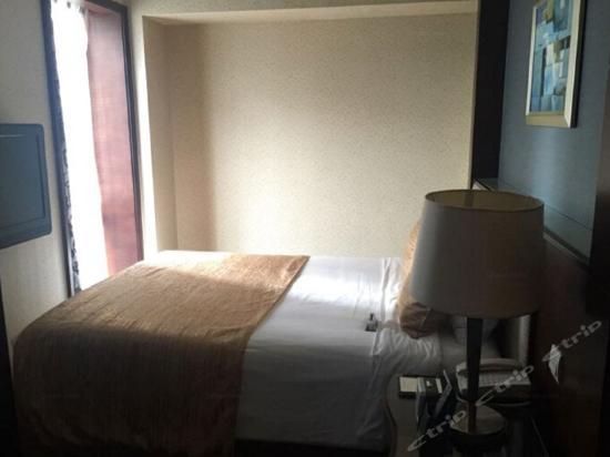 Leeden Suite