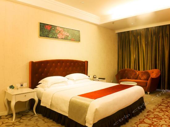 Woman Queen Room