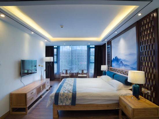 Water edge · River-view Couple Room