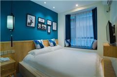 Mini Warm Queen Room