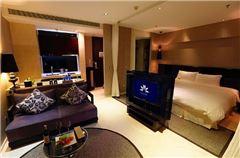 Superior Elegant Queen Room