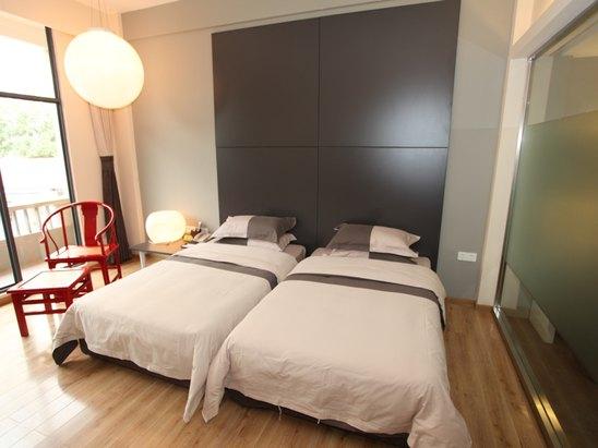 Standard Twin Room