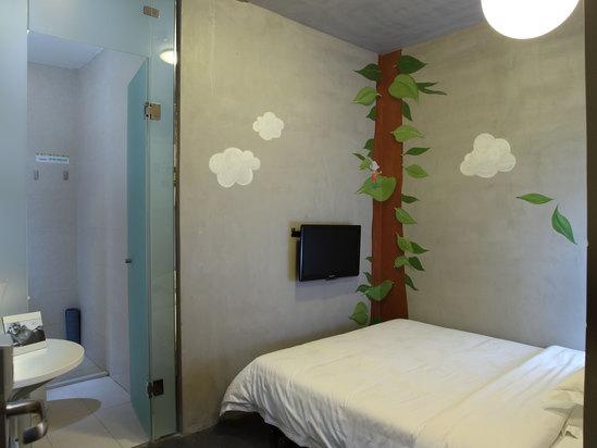 Feature Queen Room