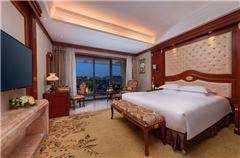 Executive Garden-view Queen Room