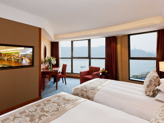 Lake-view Twin Room