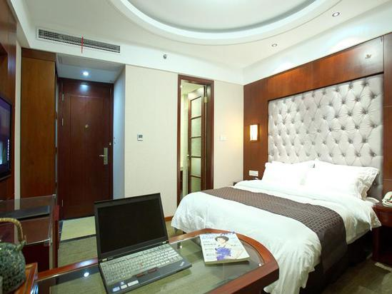 Luxury Queen Room A (Villa 1)