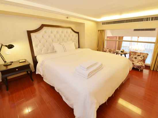 Multi-level Business Suite (king bed)