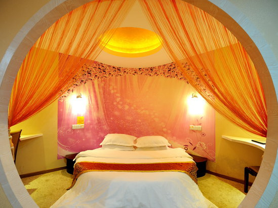 Deluxe Honeymoon Room