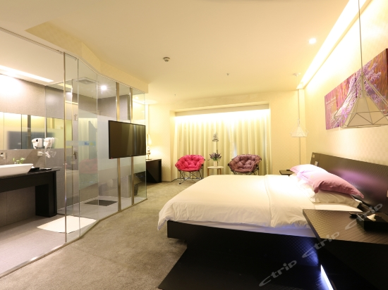 Fashion Queen Room