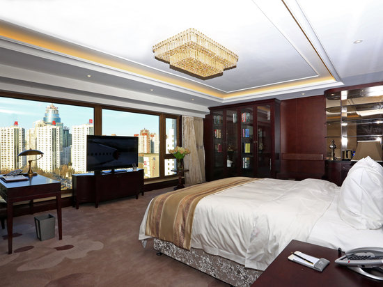 Executive  Panoramic  Room