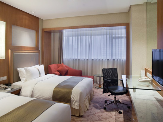 Holiday Inn Deluxe Room(minimum of 2 nights)[with breakfast]