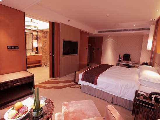 Wide View King Bed Room