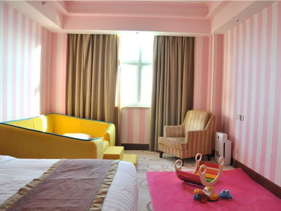 Pink World Family Thematic Room