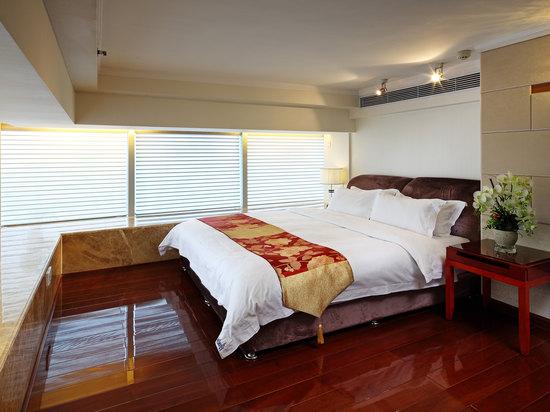 3-bedroom and 2-bathroom Suit
