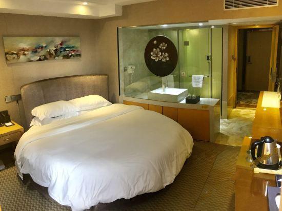 浪漫圓床房