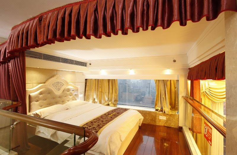 Multi-level Deluxe Triple-bed 5 Pax Suite