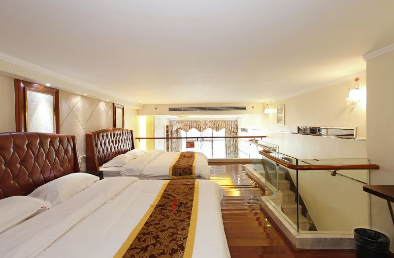 Multi-level Deluxe Triple-bed 6 Pax Suite