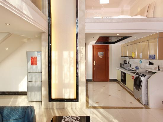 Multi-level Deluxe 2-bedroom and 1-living room Suit