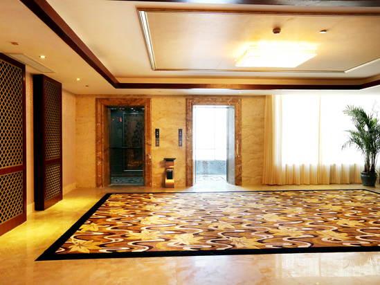 電梯口待客區