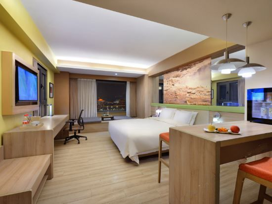 Wooden Panoramic Queen Room