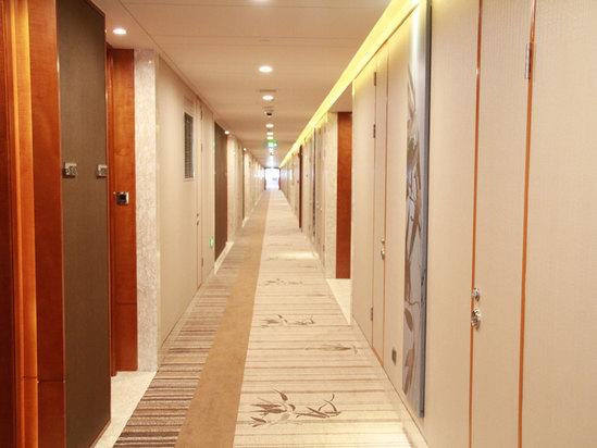 明亮客房走廊