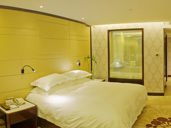 Business Queen Room