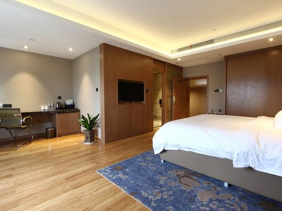 Grand Queen Room