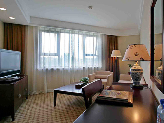 Business Queen Suite