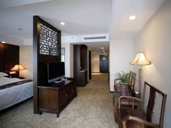 Courtyard Suite