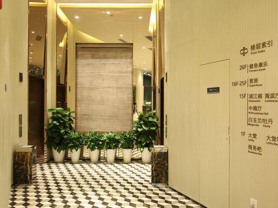 大堂电梯处