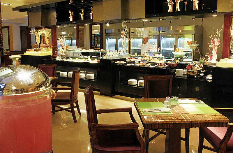 霄云咖啡厅自助餐台