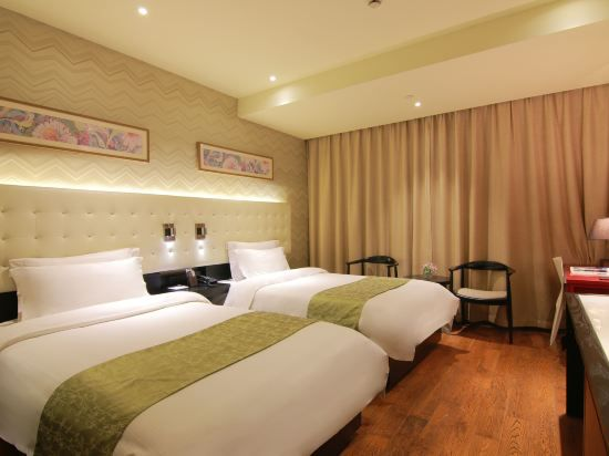 Yitel Panoramic Twin Room