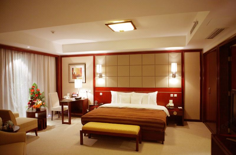 Deluxe Business Queen Room