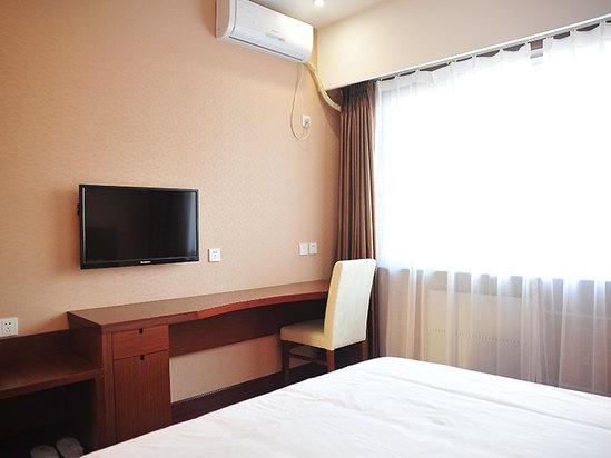Deluxe Queen Room B