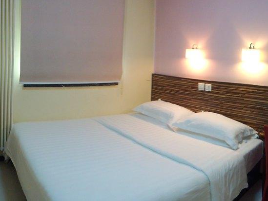 Standard Queen Room A