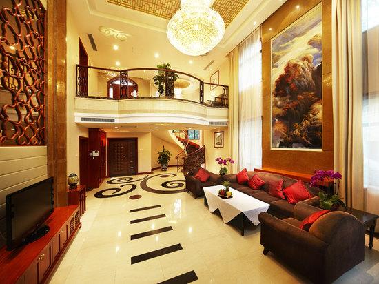 7 Bedrooms Villa
