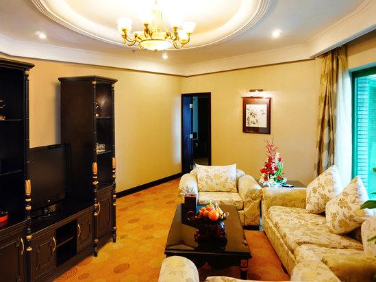 Deluxe Triple Suite