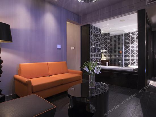 Hermes Balcony Suite