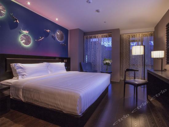 Pondoflotus Balcony Room